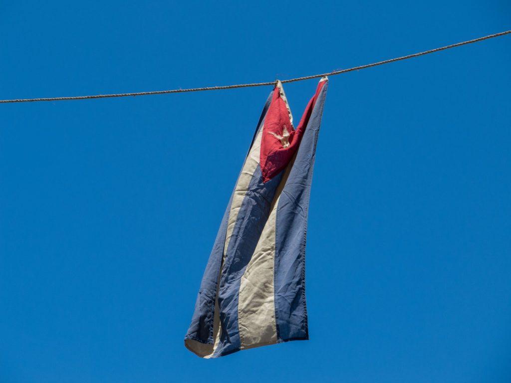 Cuban_flag_hanging