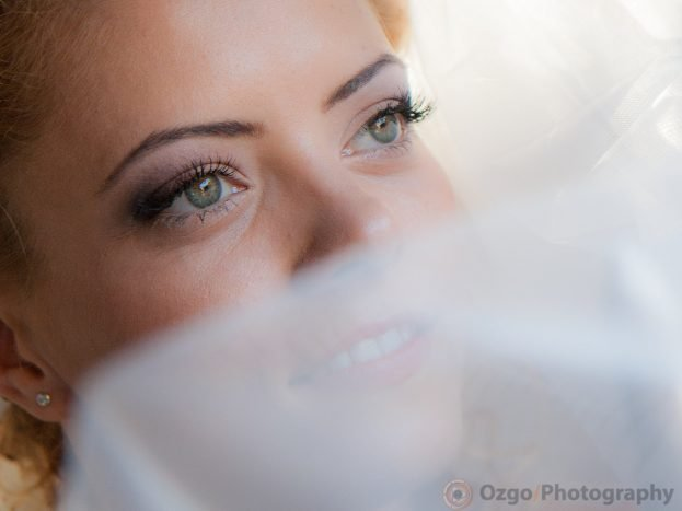Ozgo Wedding Photography - Bride looking in the distance